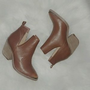 Shoes - Pointed toe booties